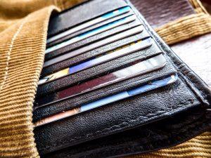 デブ専風俗店勤務でもクレジットカードって作れますか?