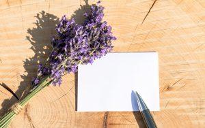 人妻店で働く風俗嬢も客に名刺を渡すときメッセージ書いてる?
