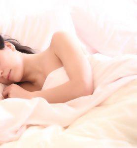 女性 ベッド