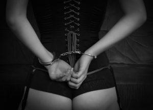 手錠 女性